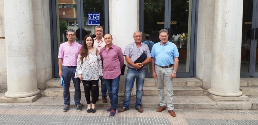 Alcaldes conquenses se re�nen con la subdelegada del Gobierno para expresar su preocupaci�n por el cierre de l�neas de autob�s