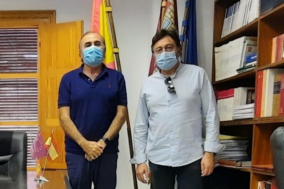 Escudero pone en valor el trabajo del alcalde de Santa Mar�a de los Llanos por su municipio