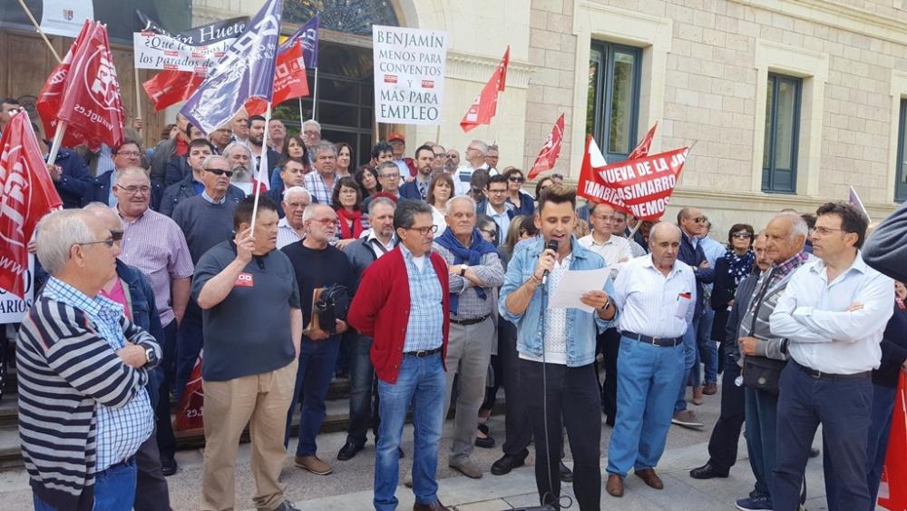 Alcaldes y concejales del PSOE exigen junto a los sindicatos que Prieto retome la aportaci�n de Diputaci�n al Plan de Empleo