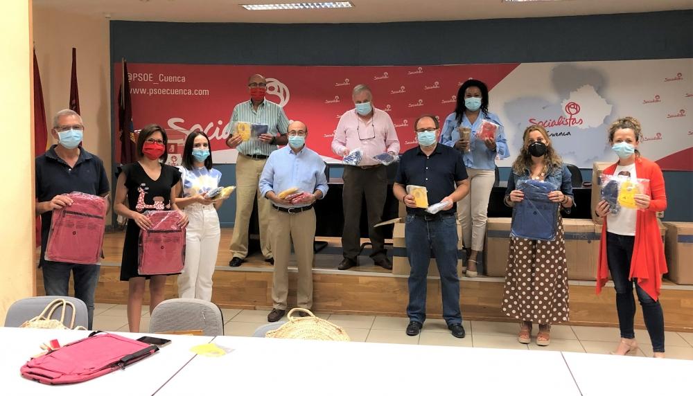 La Agrupaci�n Local del PSOE de Cuenca dona un millar de productos en material escolar a Cruz Roja