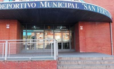 Los trabajadores municipales del polideportivo San Fernando trasladan sus quejas al GMS